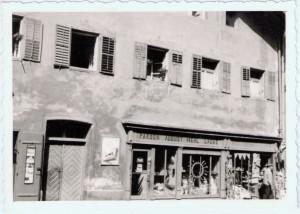 Blick auf den Laden von August Mehl für Farben Lacke und Mahlerbedarf nach dem zweiten Weltkrieg